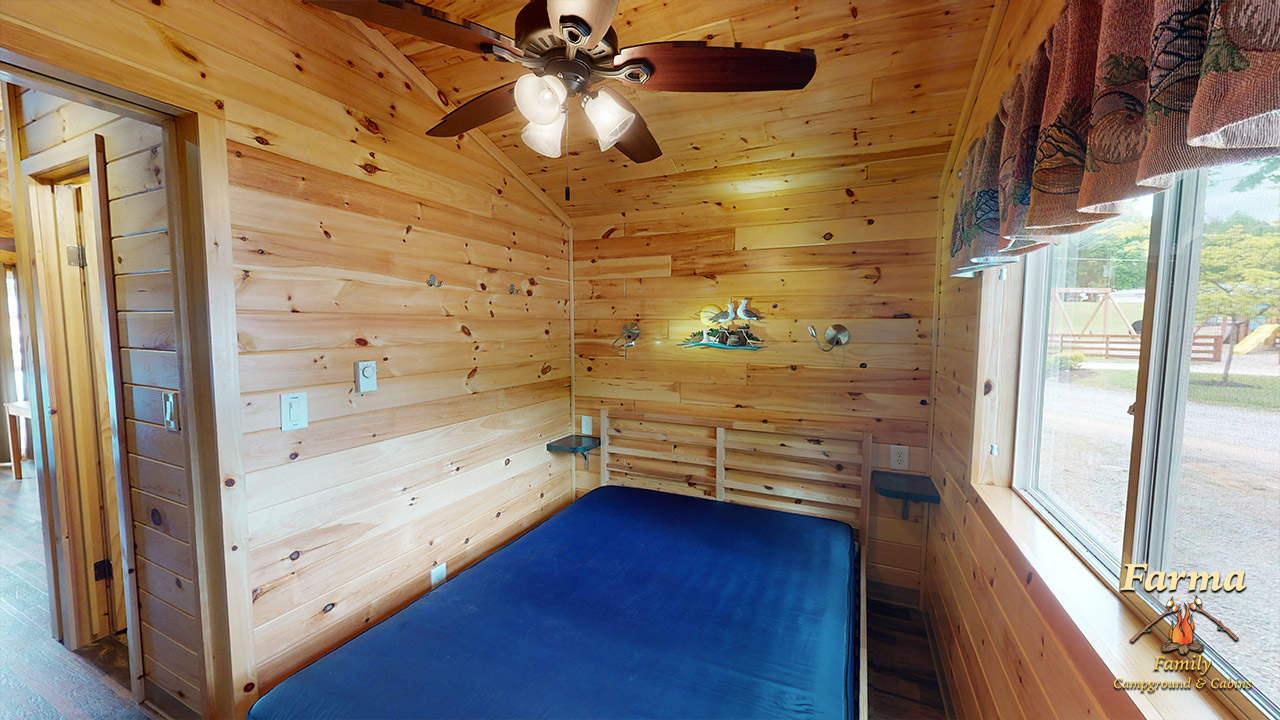 Deluxe Cabin (Sleeps 6) Image # 4